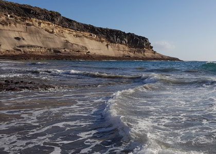 Волны на пляже Диего Эрнандес