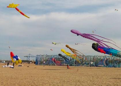 Воздушные змеи на пляже Cabanyal