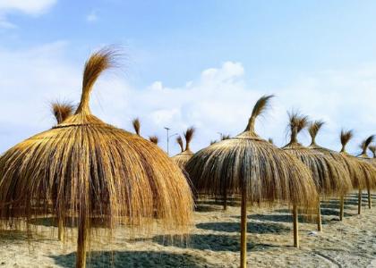 Зонты на пляже
