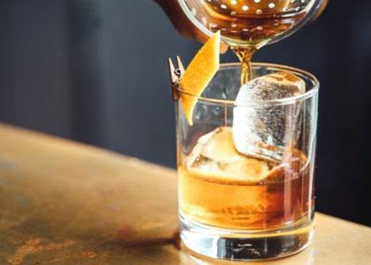 крепкие напитки в The Peacock