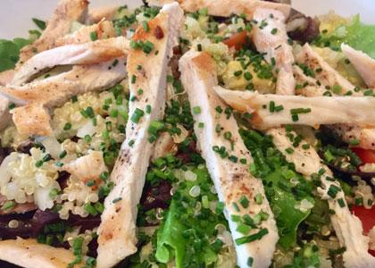 салат с курицей в Cafe de Ronda