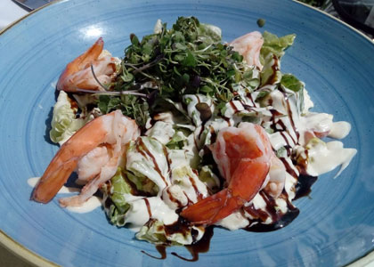 салат с морепродуктами в La Cabane