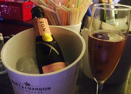 шампанское в баре Sinatra