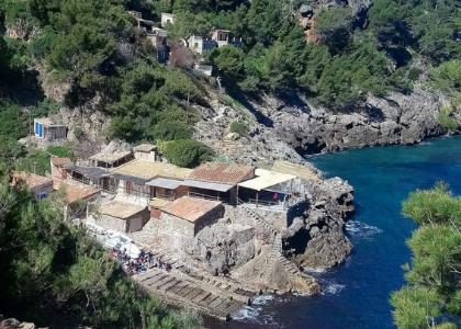 Дома на пляже Кала-Дейя