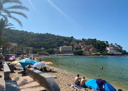 Пляж в порту Platja d'en Repic