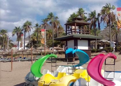 Детская площадка на пляже в Дон-Карлос