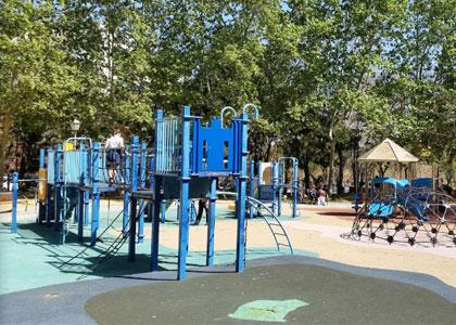 Детская площадка в парке Арройо-де-ла-Репреза