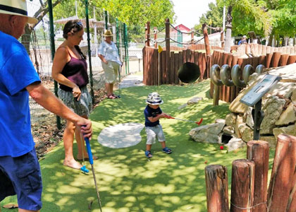 Детский мини-гольф