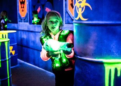 Девочка в лазертаге