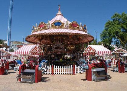 Карусель в парке развлечений Tivoli World