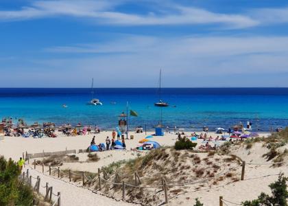 Красивый пляж Кала-Агулла