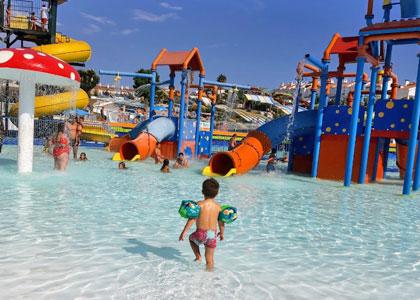 В Aquavelis water park