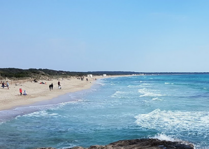 Волны на пляже Эс-Тренк
