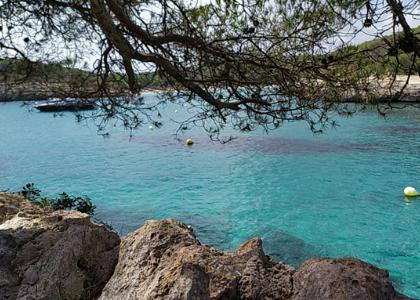 Вид на бухту Cala Mondragó