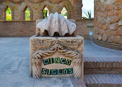 Внутри замка Коломарес