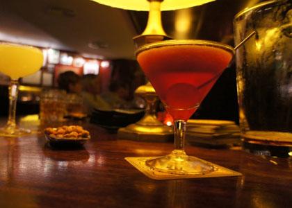 Коктейль с орешками в коктейль-баре Boadas