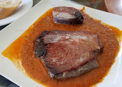 Стейк из рыбы в баре Mundial