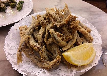 Жареная рыба в баре Mundial