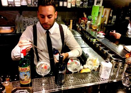 В Old Fashioned баре дружелюбные бармены