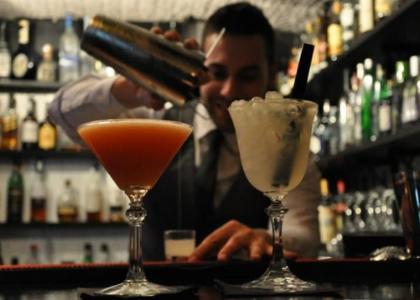 В Old Fashioned баре вкусные коктейли