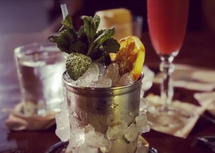 Бар La Confiteria стакан и лед