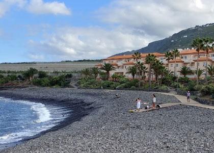 Галечный пляж Charco Juaniquin