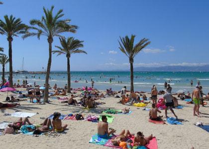 На пляже курорта Эль-Ареналь