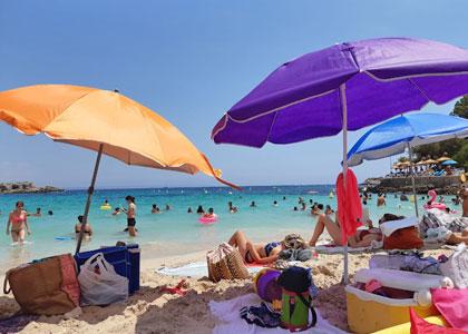На пляже курорта Ильетас