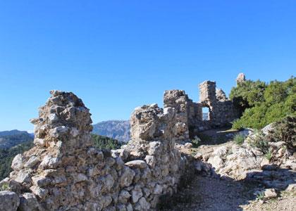 Руины замка Аларо
