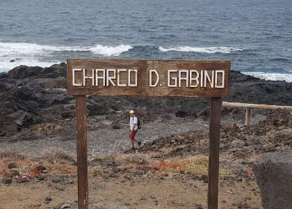 Табличка на пляже Чарко-Дон-Габино
