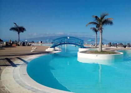 Теплые водоемы на территории отеля Poblado Marinero