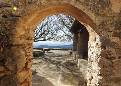 В руинах замка Аларо