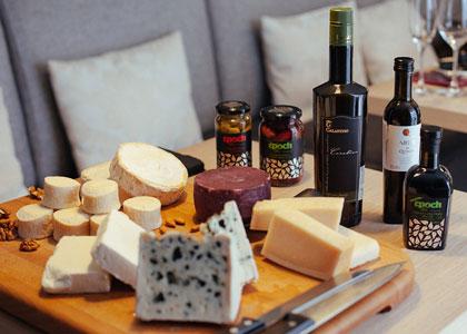 Вино сыр и оливковое масло