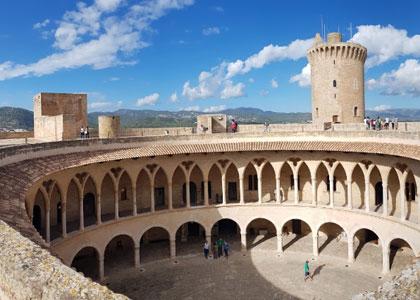 Внутри замка Бельвер