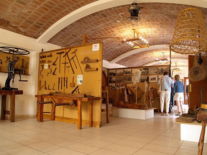Древние инструменты в музее