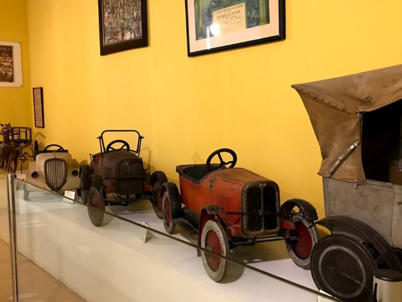 Машинки в музее игрушек
