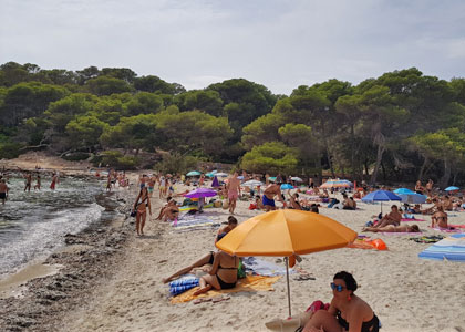 На пляже Macarella