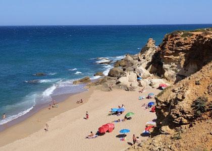 Отдыхающие на пляже Мыс Рош