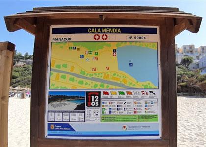 Табличка на пляже Кала-Мандия