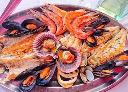 Ассорти из морепродуктов в ресторане Tambo