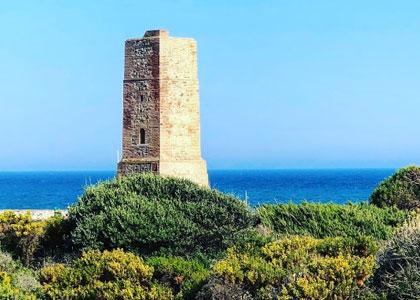 Башня воров у пляжа Кабопино