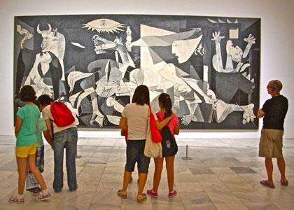 Экскурсия в центре искусств королевы Софии