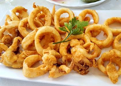 Кольца кальмара в ресторане Delicias del Mar
