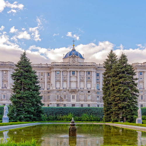 Королевский дворец в Мадриде. <p> Любителям барокко и дворцовой архитектуры точно придется по вкусу эта достопримечательность.