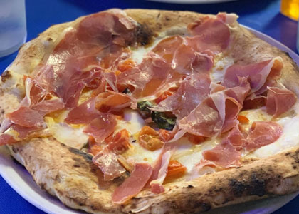 Мясная пицца в Pizzeria Fuoco&Pizza