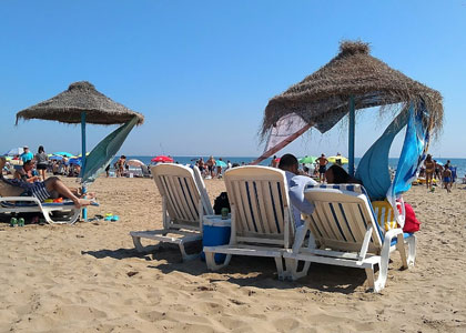 На пляже Лас-Аренас