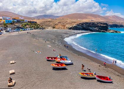 На пляже Playa de Ajuy