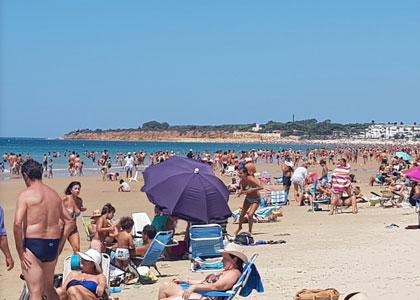 Отдыхающие на пляже Барроса