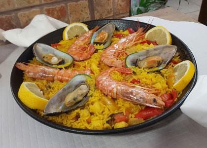Паэлья с морепродуктами в ресторане Delicias del Mar