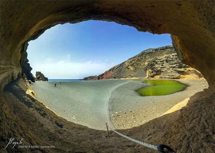 Пещера около пляжа Лаго Верде